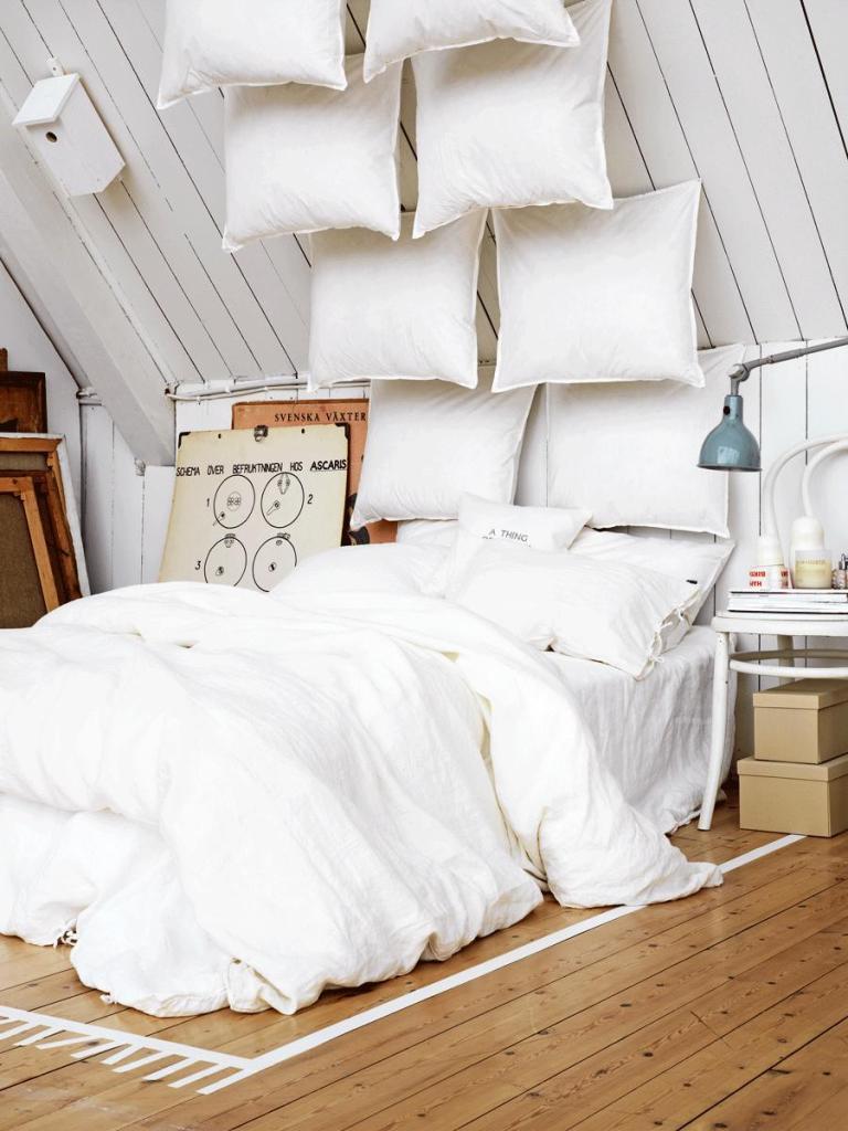 classic-romantic-white-bedroom-decoration