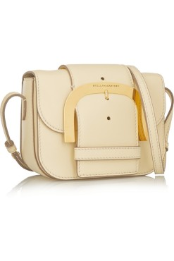 Este Verão não pode passar sem uma mala deste género. Stella MacCartney.