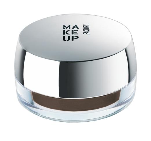 Eye Brow Cream é um creme que dá às sobrancelhas uma forma perfeita e um look natural Aplica-se com o pincel de contorno de olhos (PVP: 16€).