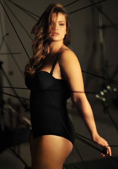 Tara Lynn é uma conhecida modelo XL internacional. A prova de que ser elegante não tem a ver com ser magra.