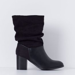 Botas enrugadas (PVP:39,99 eur). Blanco