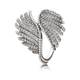 Anel Majestic, Pandora, prata e zircónias (PVP: 79 eur)