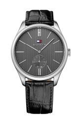 Relógio, Tommy Hilfiger, em aço e pele preta (PVP:179 €).