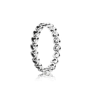 "Anela ""Linked love"", Pandora, (PVP:39 €)."