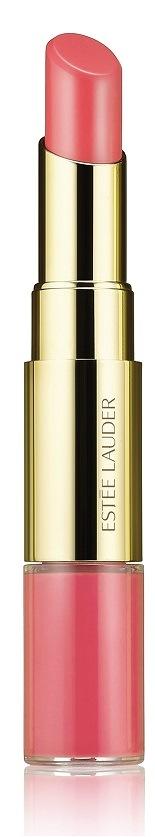"""O novo """"Lip and Cheek Summer Glow"""", Estée Lauder, é um stick multi-funcional e com dupla extremidade: de um lado um creme para dar cor aos lábios e maçãs do rosto, do outro um gloss para dar brilho aos lábios. Sempre pronto para a aplicar é o novo """"must-have"""" do verão. Hidrata, revitaliza e dá cor (PVP: Edição Limitada: €38,00)."""
