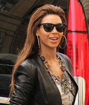 Beyonce com óculos Ray Ban
