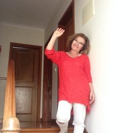 Calças rotas...branco e vermelho