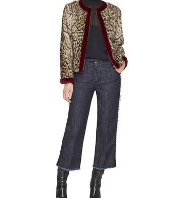 Jaqueta estampada, gola alta e jeans curto. Simples e chique. www.bluemarine.com