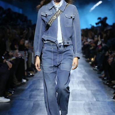 Com jaqueta de ganga www.dior.com