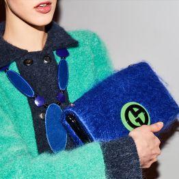 Azulão e verde. Adoro estas cores! Imagem de Giorgio Aarmani backstage