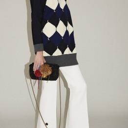 Receita: Gola alta , para quem gosta, um camisolão e um acessório lindo. O seu look de calças está quase sempre pronto a usar www.soniarikiel.com