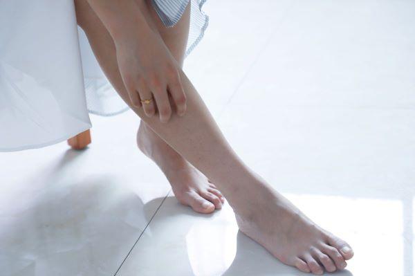 Três passos simples para cuidar dos pés em casa